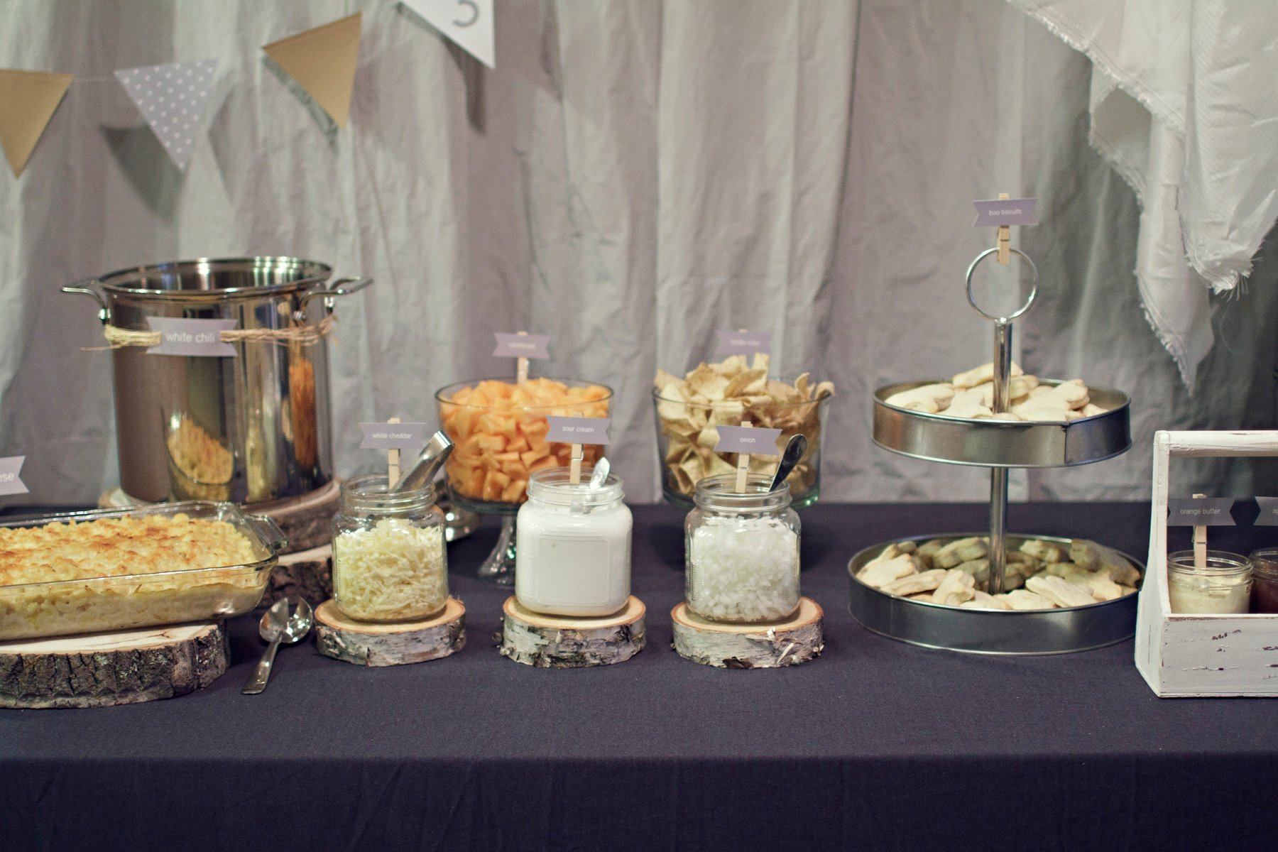 Country ghost party decor food table paging supermom for Plaque decorative cuisine