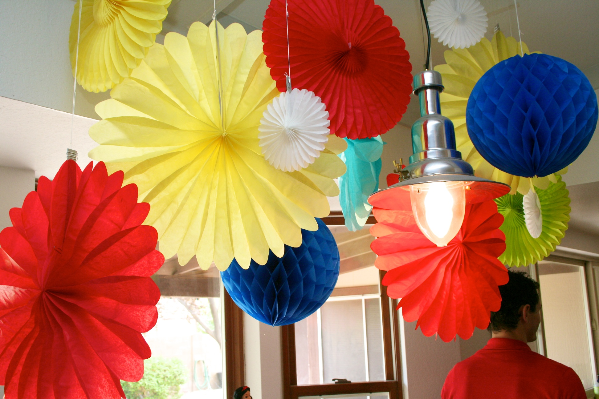 Snow white birthday party ideas paging supermom for Adult party decoration ideas