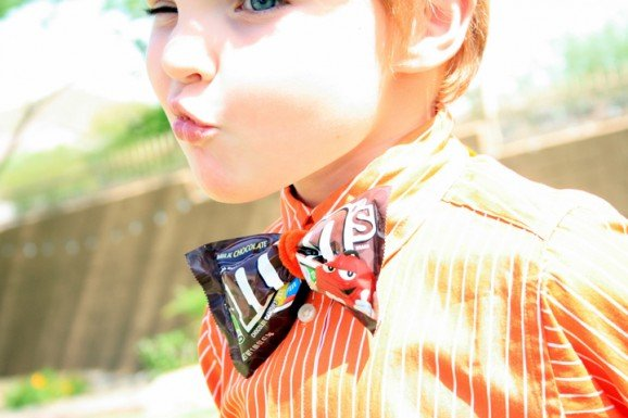 How to make a M&Ms Candy Bowtie for Dad