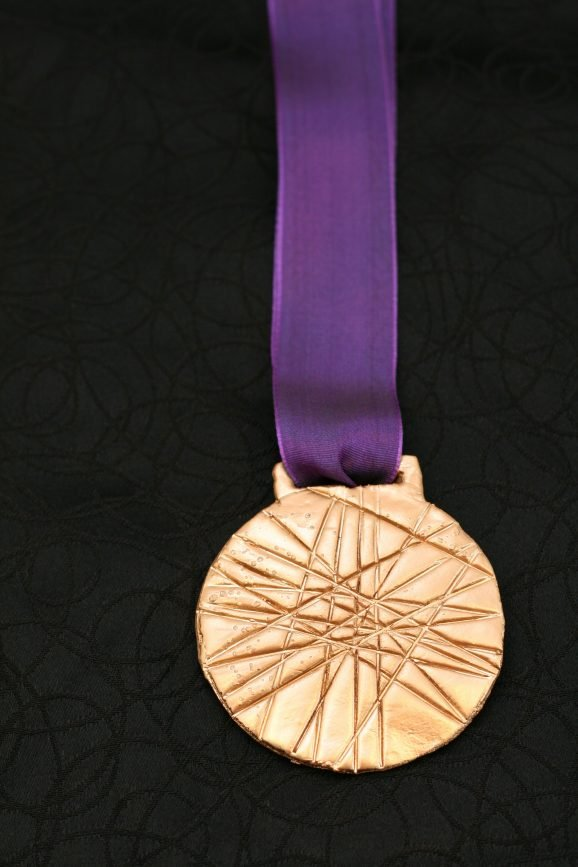 DIY Olympic Gold Medal Craft for kids during the 2012 London Summer Games #olympics #goldmedal