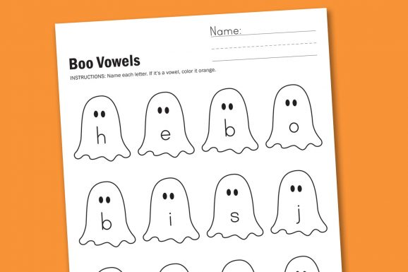Free Halloween Vowel Worksheet #halloween #vowel #kindergarten