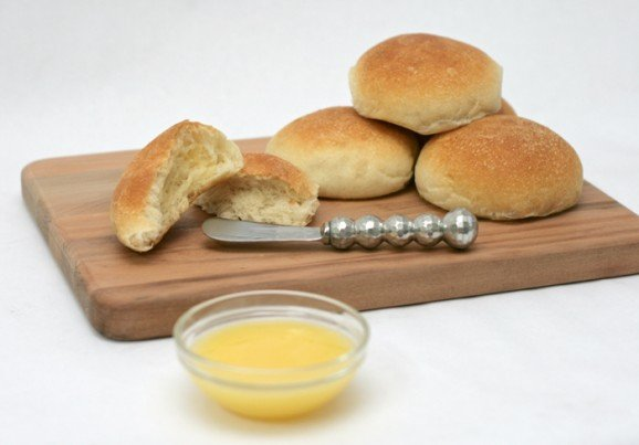 Yummy Rolls and Honey Butter PagingSupermom.com #thanksgiving #rolls #feast #honeybutter