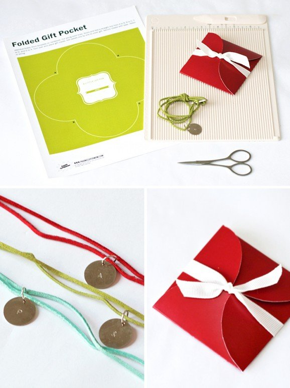 Freebie Printable Gift Pouch from PagingSupermom.com #christmas #gifts #printables #freebies