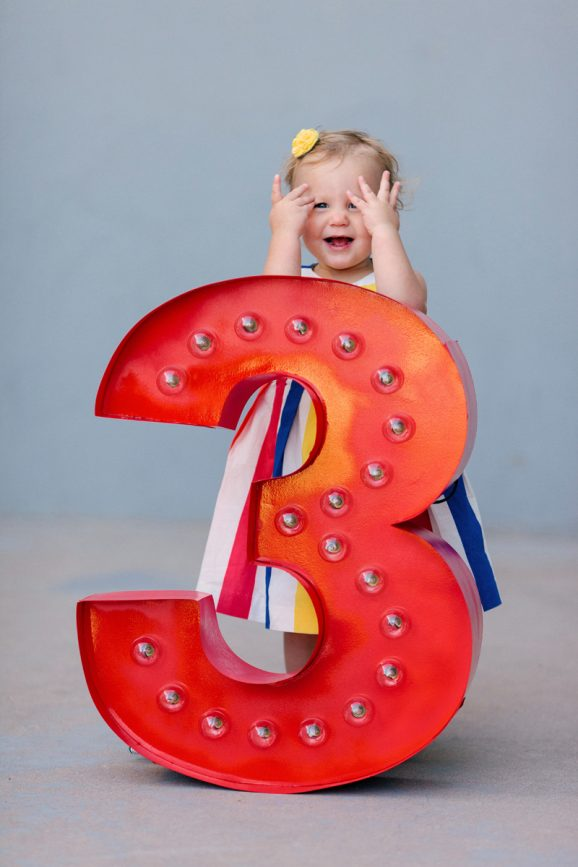Birth Order Vintage Marquee Numbers for Family Pictures from PagingSupermom.com #familypictures #familypictureideas #funfamilypictures