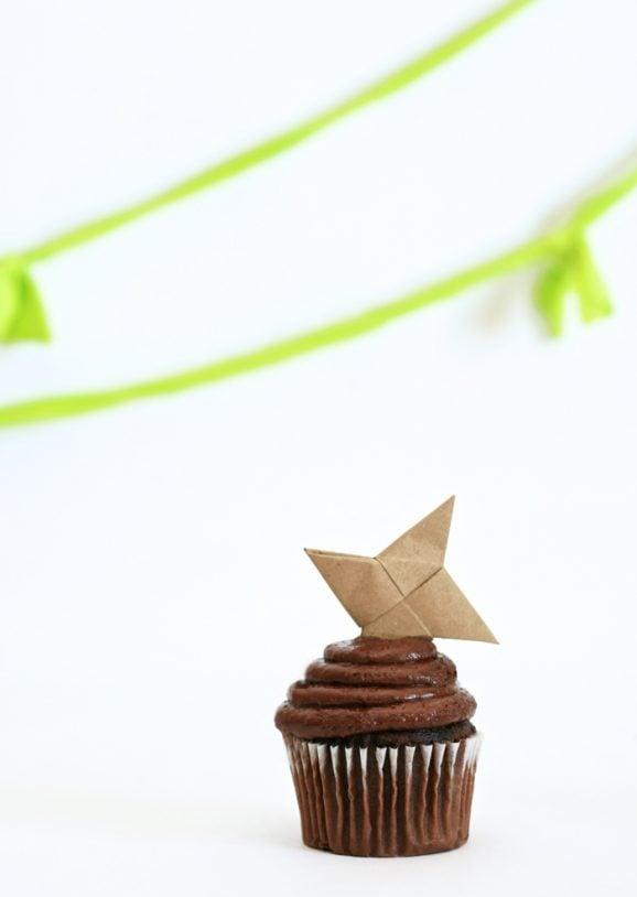 Throwing Star Cupcake Toppers for Ninja Birthday Party PagingSupermom.com #ninja #ninjabirthdayparty #cupcaketoppers