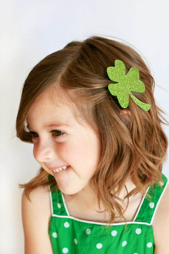 Easy Shamrock Hair Clip at PagingSupermom.com #shamrock #craft #stpatricksday