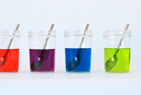 Make Custom Colors with this DIY Easter Egg Dye Recipe at PagingSupermom.com #eastereggs #easter #recipes