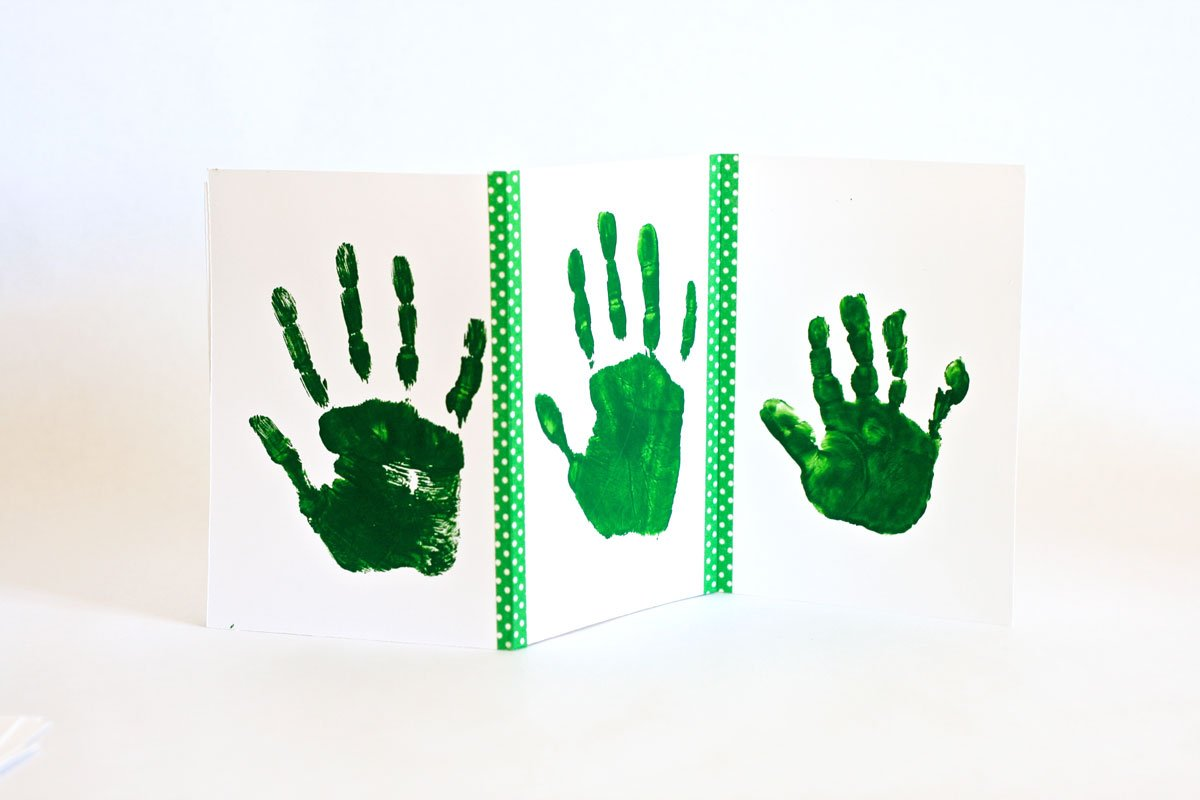 Easy St. Patrick's Day Kids Craft Leprechaun Handprints with free printable template from @PagingSupermom