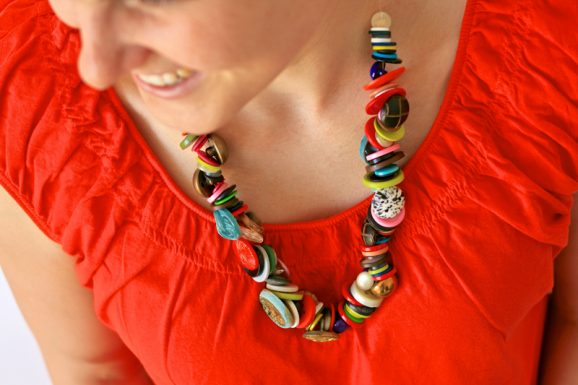 Make a Necklace for Mom from Vintage Buttons #mothersday