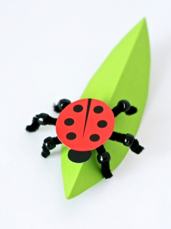 Darling Ladybug Craft from PagingSupermom.com with free #printable #ladybug #kidscraft