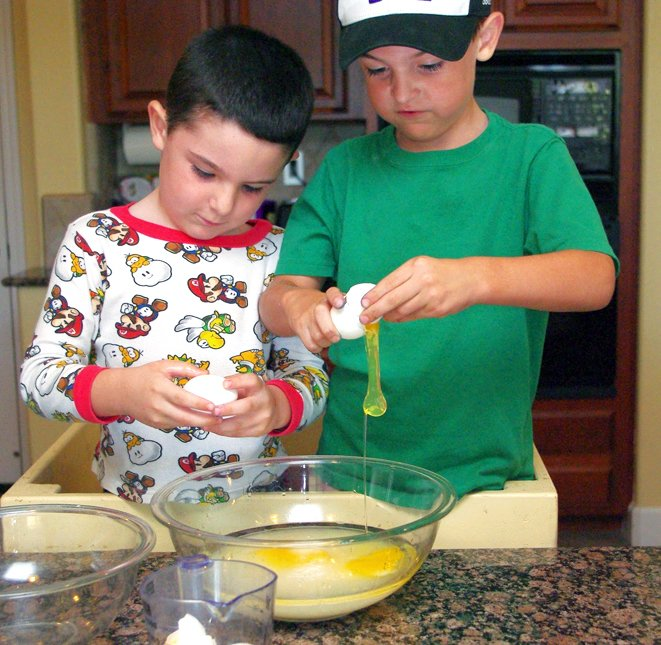 Tips for Cooking with Kids at PagingSupermom.com #supertips