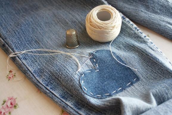 super tip mending jeans paging supermom. Black Bedroom Furniture Sets. Home Design Ideas