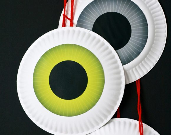 Dangling Eyeballs & 12 Free Halloween Printables