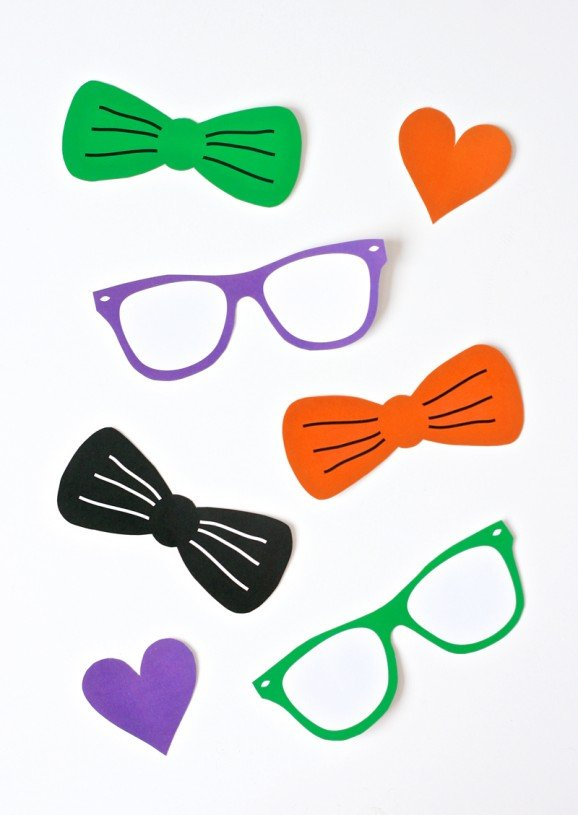 Free Printables - Halloween Kids Game - Pin the Heart, Bowtie or Sunglasses on the Skeleton at PagingSupermom.com