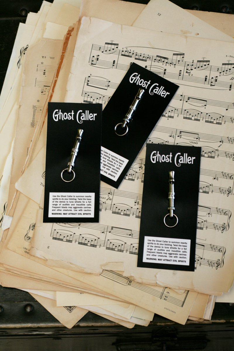 Love this spooky Ghost Music Halloween Dinner Party at PagingSupermom.com