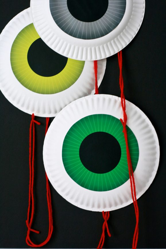 Dangling Eyeball Garland from PaingSupermom.com