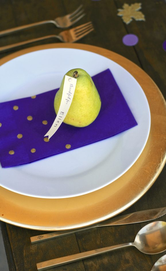 Love the adorable pear placecard and easy stamped napkins for Thanksgiving