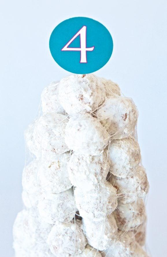 Birthday Cake Idea for a Frozen Birthday Party at PagingSupermom.com #frozen