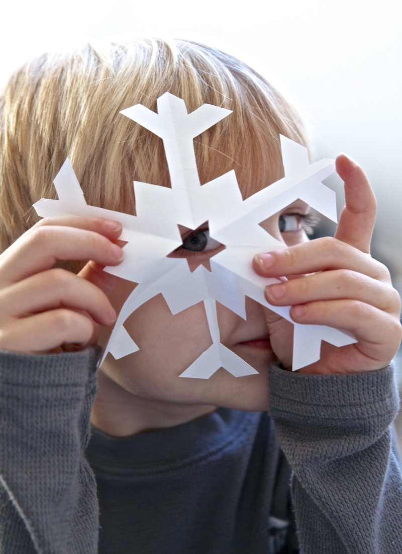 How to Cut Perfect Snowflakes at PagingSupermom.com