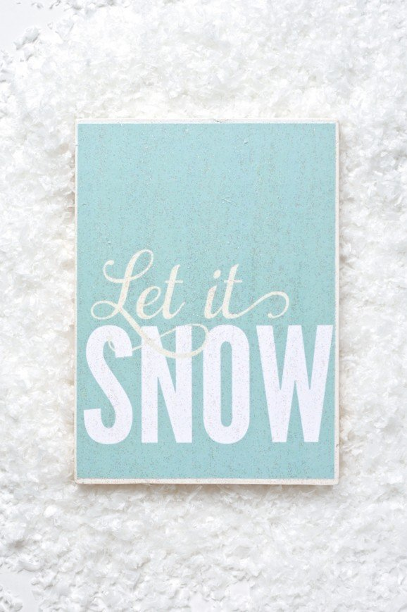 "Free Printable ""Let It Snow"" Sign at PagingSupermom.com"