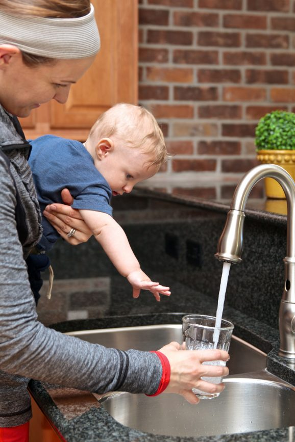 A kitchen Faucet with Super Powers will change your life. Check it out at PagingSupermom.com #musthave