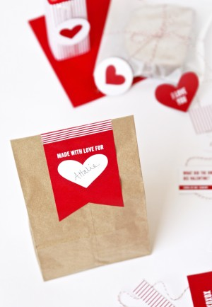 School Lunch Kit for Valentine's Day at PagingSupermom.com #valentines