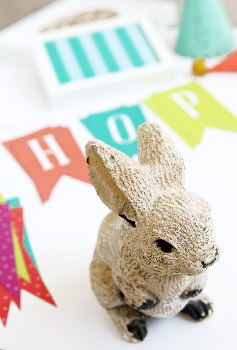 Free Printable Easter Decor via @PagingSupermom coordinates with #ohjoyfortarget