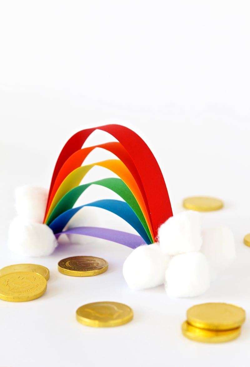 Easiest Little Rainbow Craft for Kids via @PagingSupermom