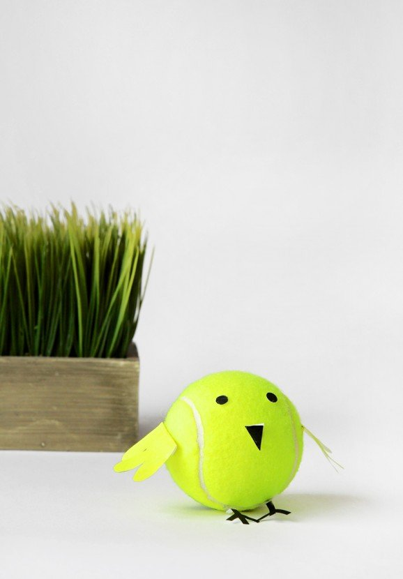 Tennis Ball Baby Chicks is a cute kids craft for Easter or Spring via @PagingSupermom