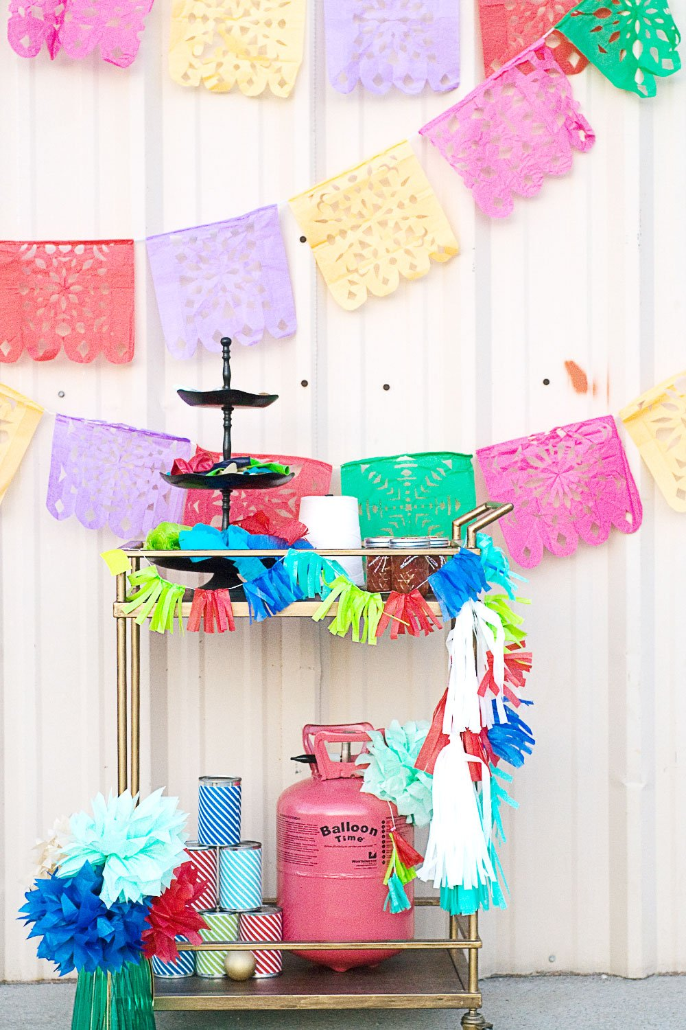 Love this Balloon Bar Idea via @PagingSupermom #thepartyhop