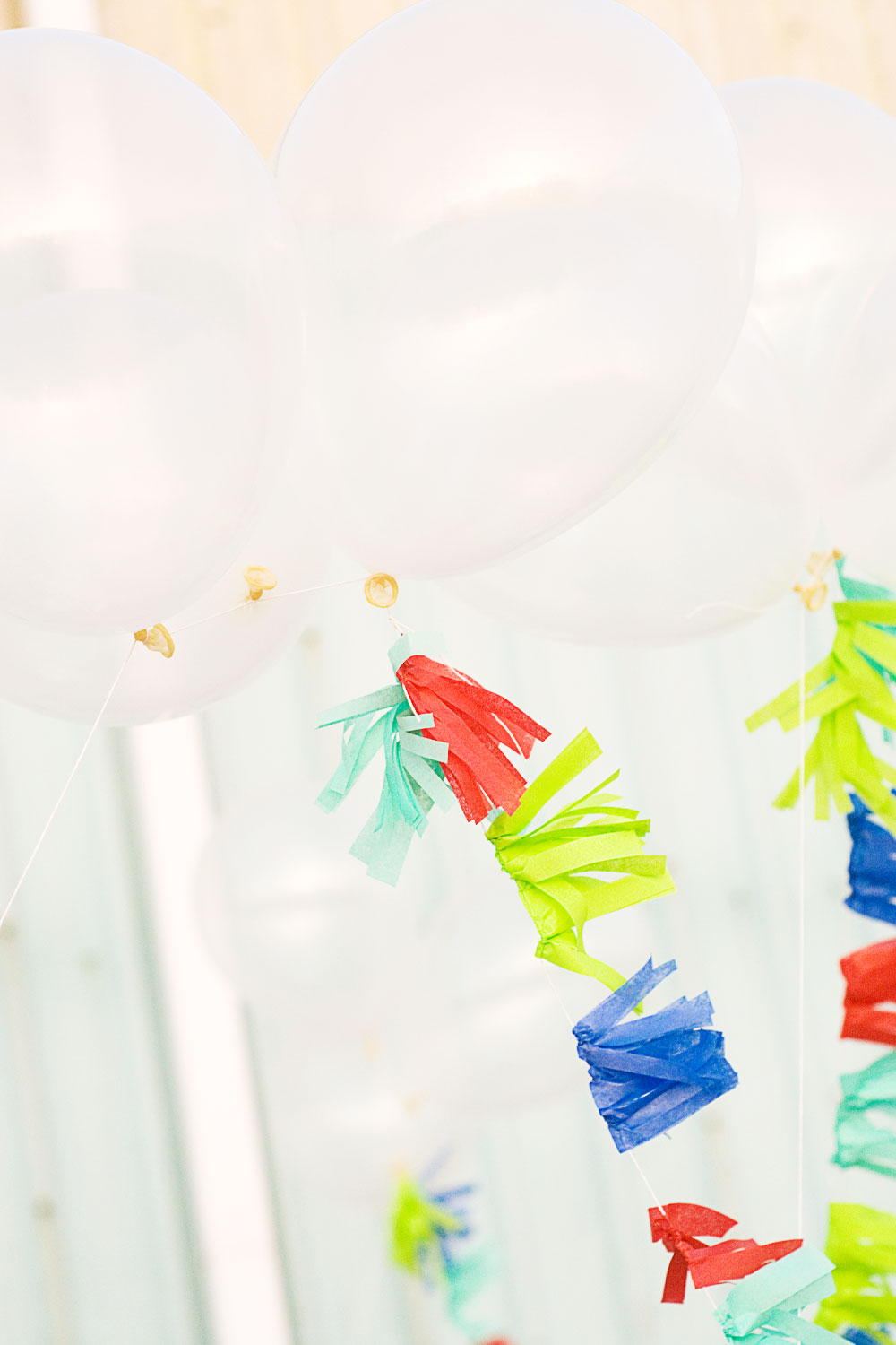 DIY Fringe Balloon Flags via @PagingSupermom #ThePartyHop