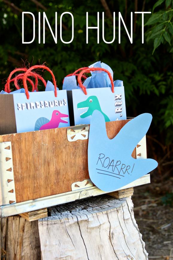 Free Printable Dinosaur Tracks for Dinosaur Party Treasure Hunt via @PagingSupermom