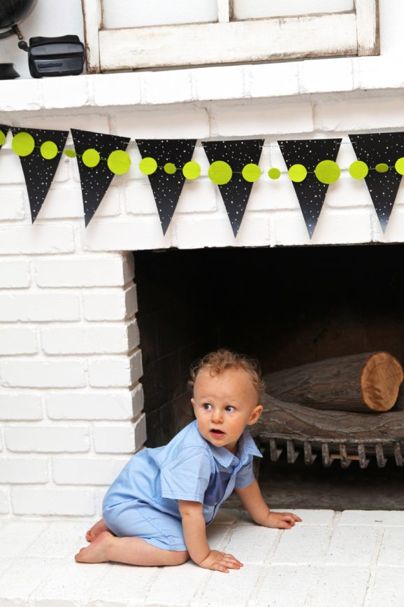 This Rocket Man First Birthday Party is so cute for a Boy - free printables via @PagingSupermom