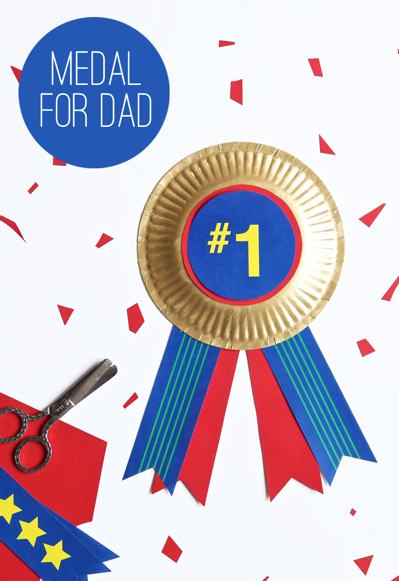 Easy kids DIY colorful medal of honor for Father's Day using a free printable via @PagingSupermom