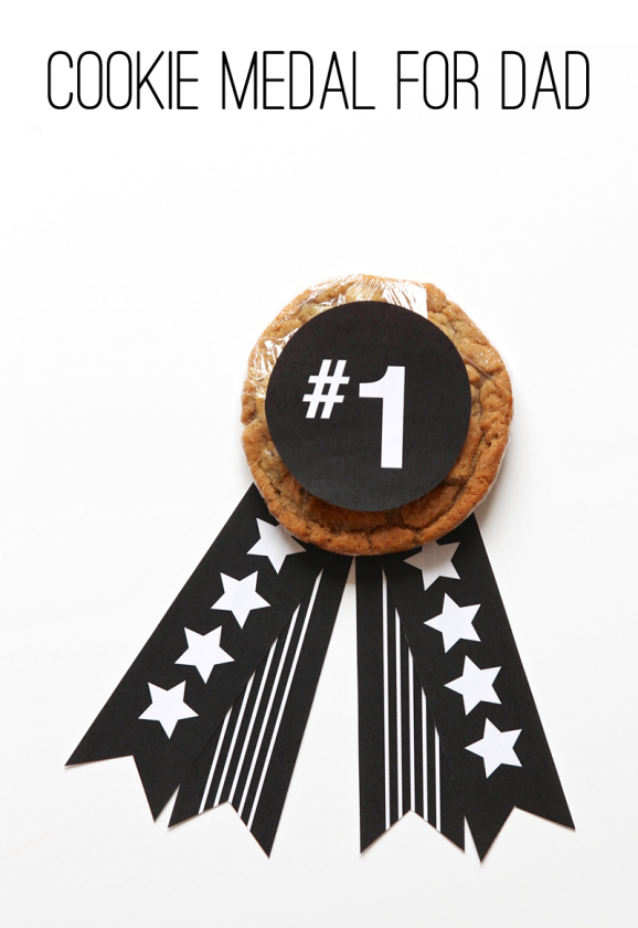 Love this Father's Day Cookie Award with free printables from @PagingSupermom