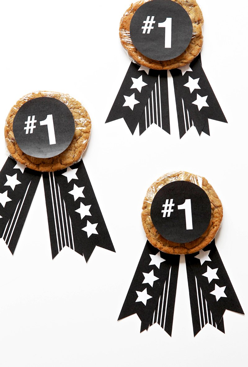 Fathers Day Cookie Medals with FREE printables from @PagingSupermom