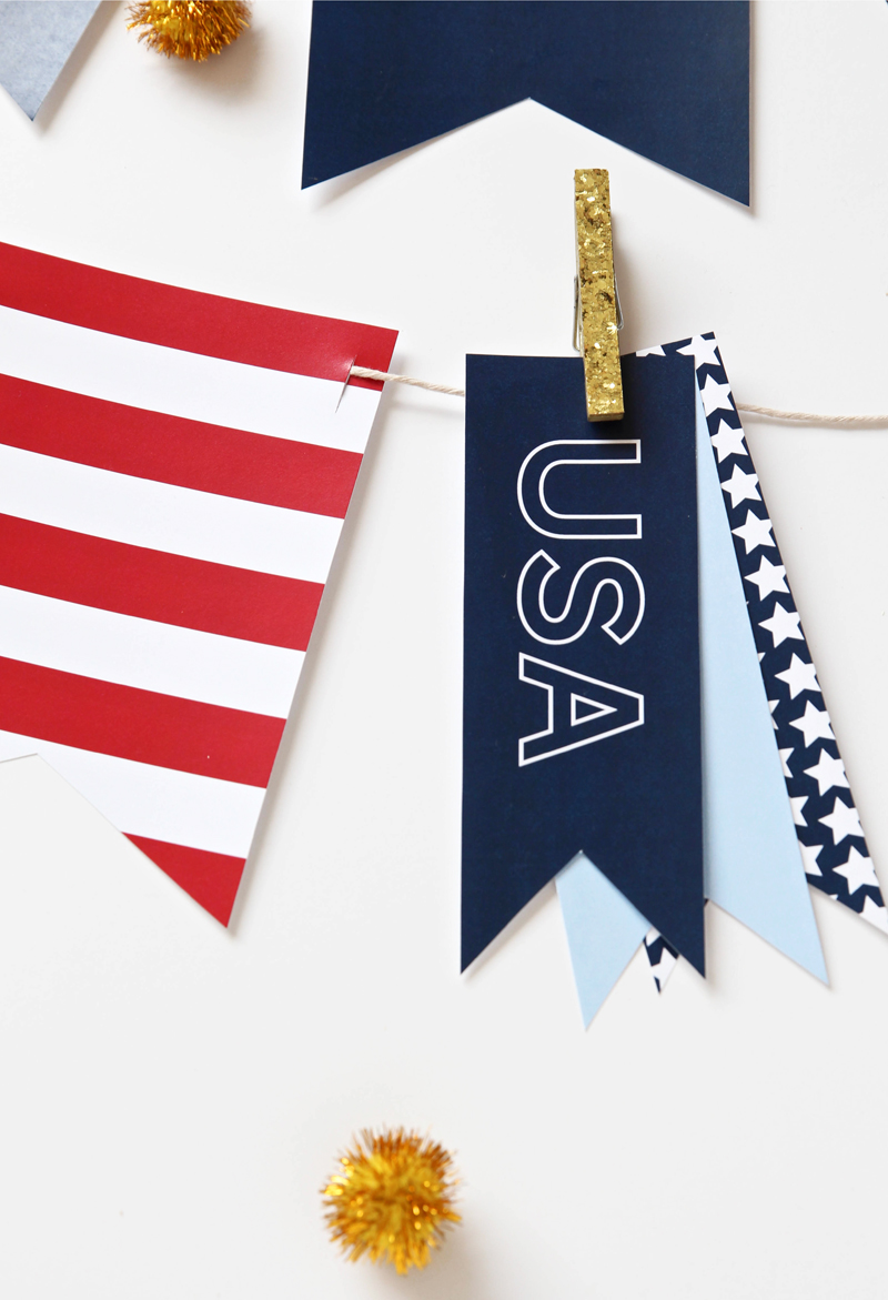 Free Printable Patriotic Garland for the Fourth of July via @PagingSupermom