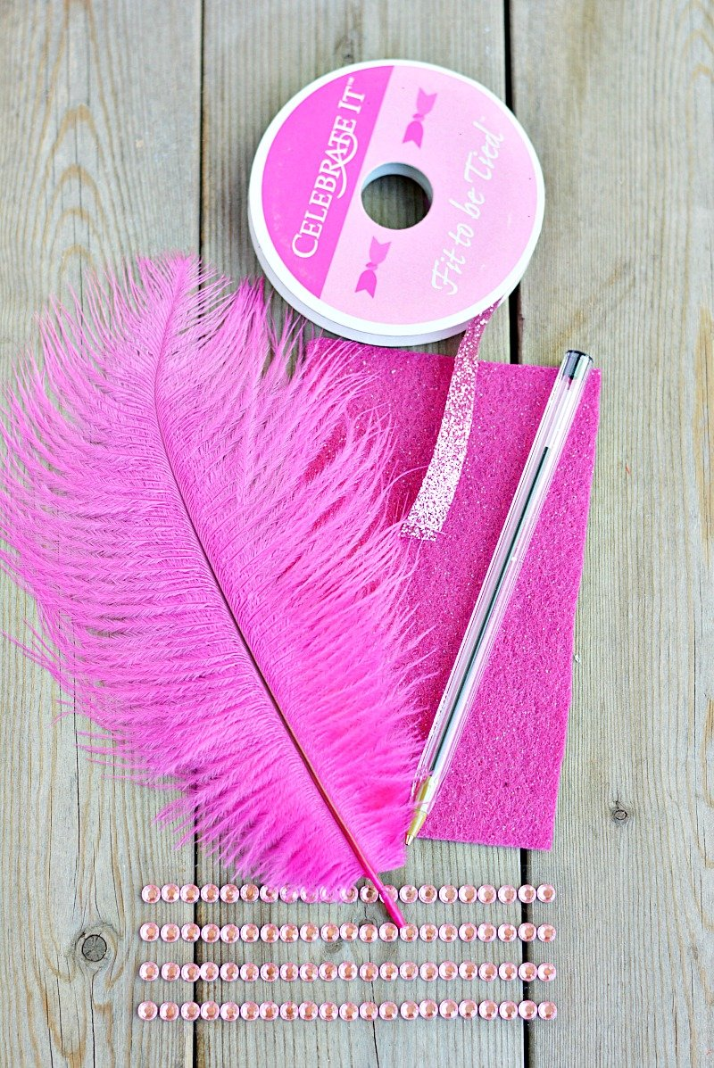 How to Make a Feather Pen -- #kidscraft inspired by #FancyNancy via @PagingSupermom