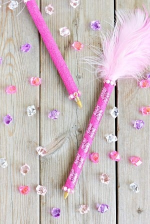How to Make a Feather Pen -- Kids Craft inspired by #FancyNancy via @PagingSupermom