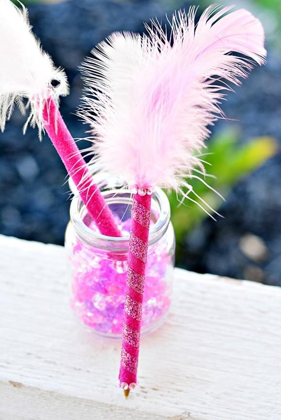 How to Make a Plume Pen just like #FancyNancy has! via @PagingSupermom