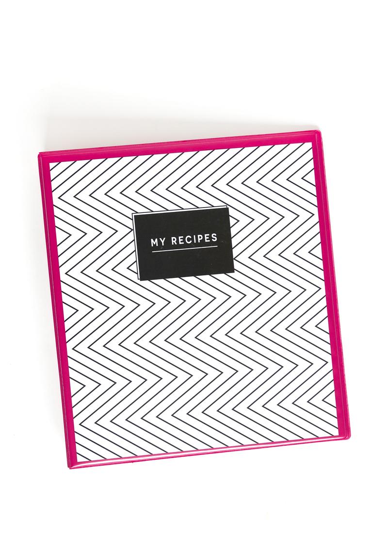 Free Printable Recipe Binder Kit Comes in 2 Colors via @PagingSupermom