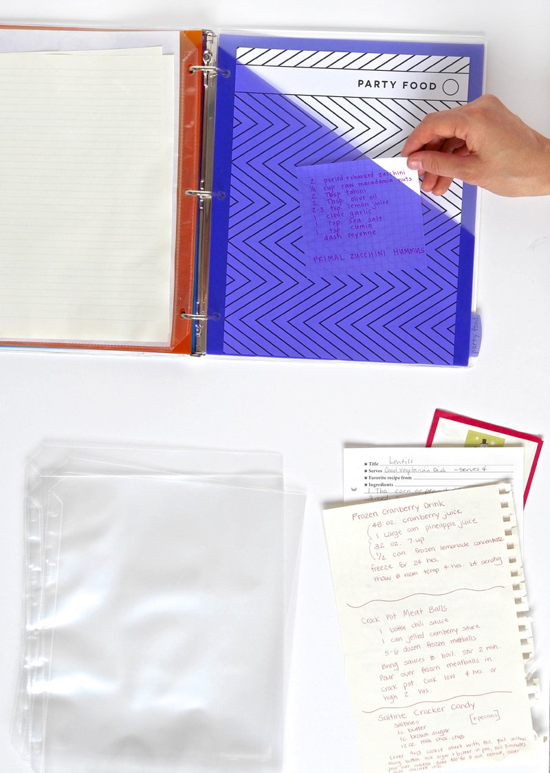 Love these cool pocket dividers from Avery -- perfect for a recipe binder kit. Get the free printables @PagingSupermom