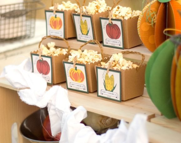 Autumn Market Party and Decorating Ideas via @PagingSupermom #thepartyhop