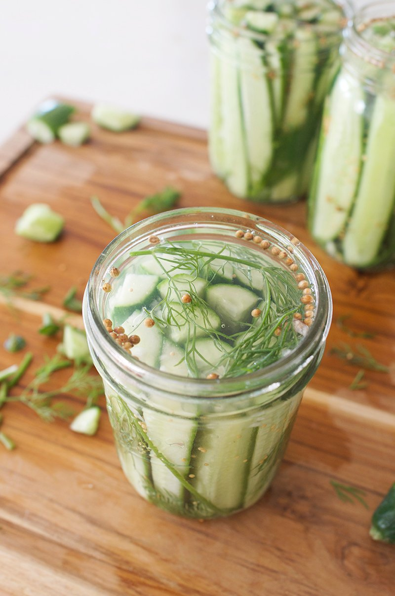 How to Make Dill Pickles - Super Easy Recipe via @PagingSupermom