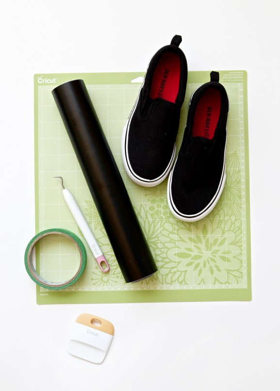 How to make custom shoe decals from @PagingSupermom #CricutExplore