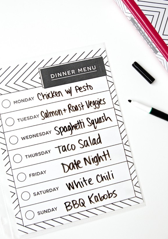 Slip this dry erase menu into your Recipe Binder. Love this set of  #freeprintables for a Recipe Binder via @PagingSupermom