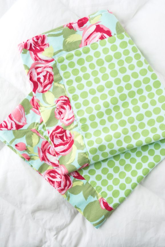 Easy Doll Blanket Tutorial via @PagingSupermom #sewing