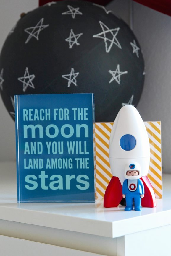Rocket or Space Nursery Ideas with #freeprintables via @PagingSupermom