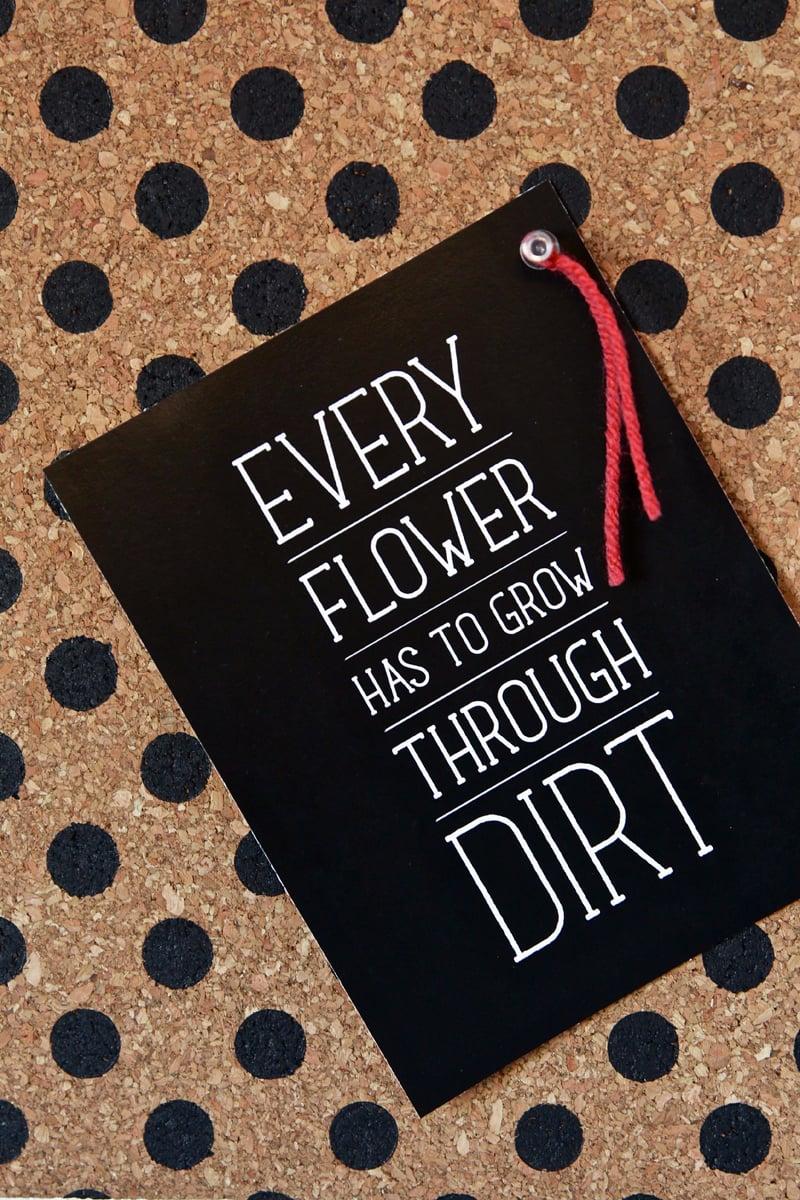 Love this DIY Polka Dot Bulletin Board + Cute Inspiration Print #freepritnable via @PaigngSupermom
