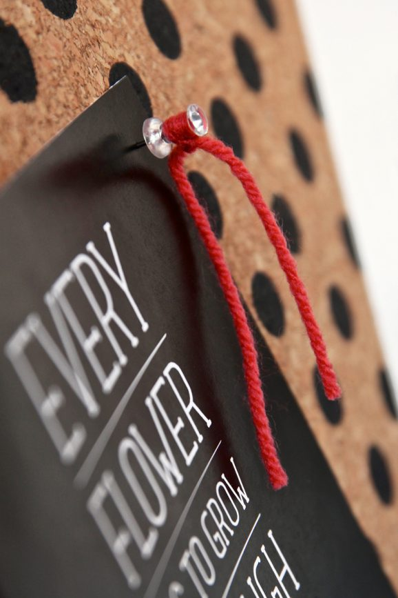 Want to make these adorable Yarn-covered Push Pins! Tutorial @PagingSupermom